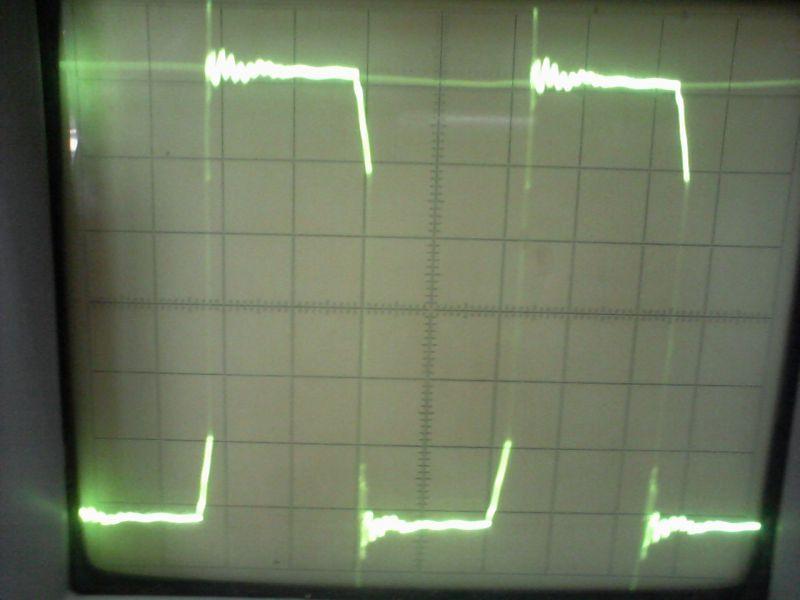 При нагрузке на осцилограмме